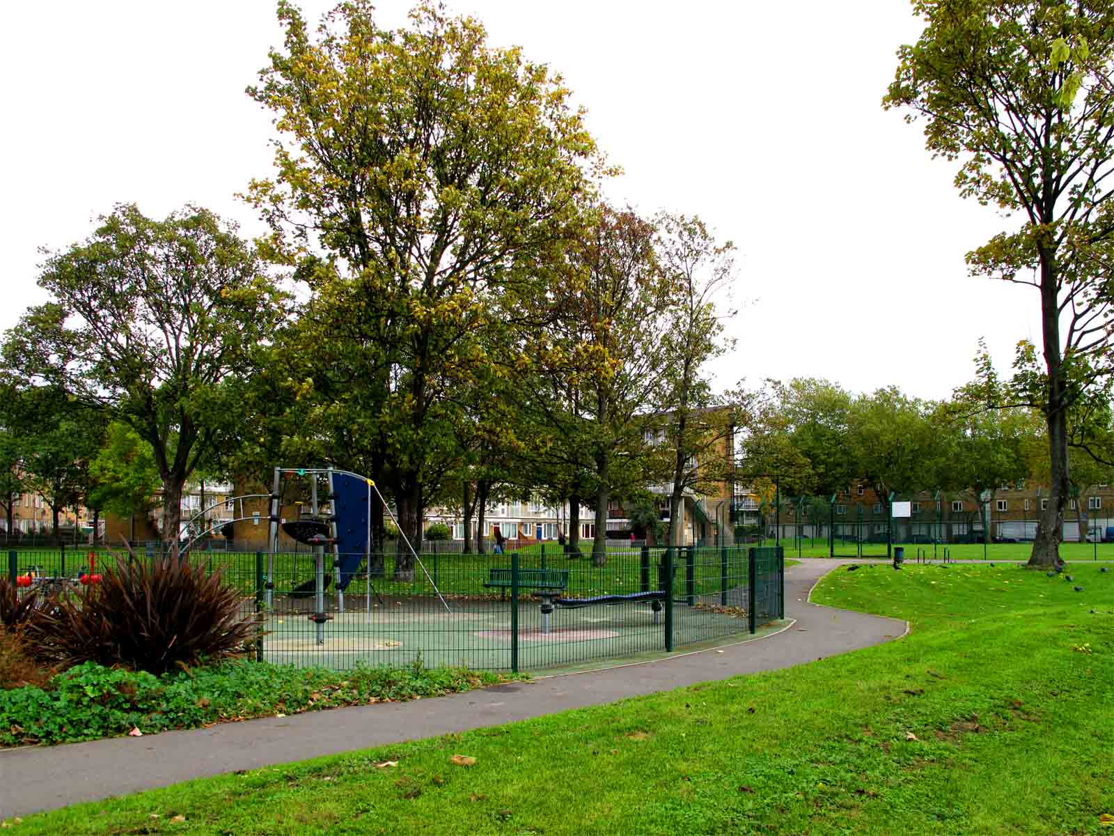 local park Search our maps or take a look at our parks explorer guide to find parks in islington.
